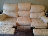 Leather reclining couch Toronto, M1M 2N8