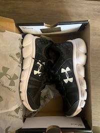 Under Armour Youth Size 12 BNWOT Brampton, L6X 4T3