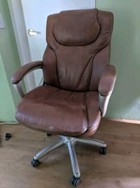brown leather office rolling armchair Toronto, M5S 2M5
