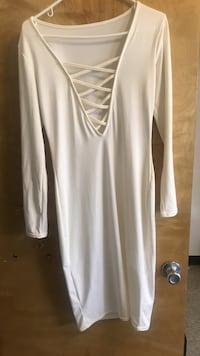 White v-neck long-sleeved dress