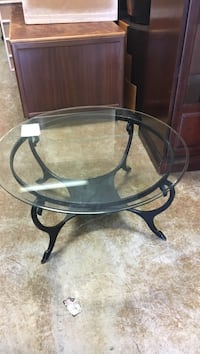 round glass top table with black metal base Oakland Park, 33334
