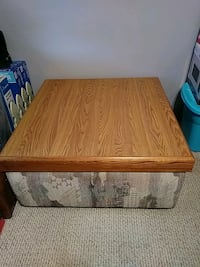 Verr clean ottoman TV table i used it for my kids  Halethorpe