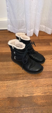 UGG Caspia Boots Leather Ankle Winter Black Womens  Falls Church, 22042