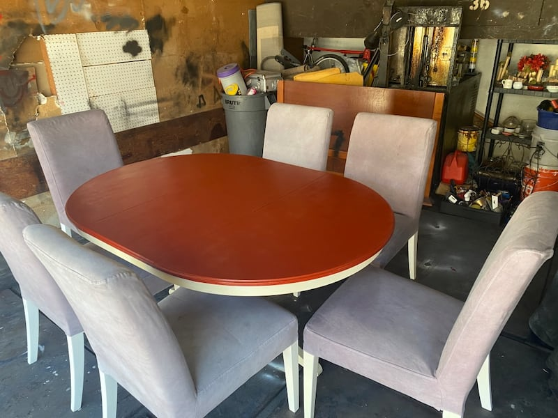 Dining room table w/chairs 14be50b1-6d4e-496a-b97c-adaba468fdc3