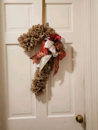 brown and white floral wreath 452 mi
