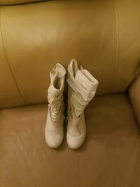 White boots size child size 11.