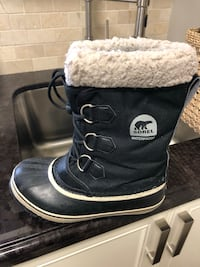 Sorel boots size 4 take as is!!  Vaughan, L4L