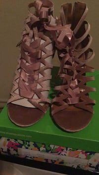 pair of brown leather strappy heeled sandals Beaumont, 77705