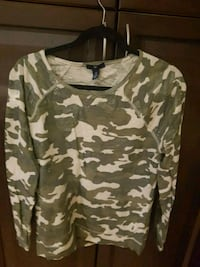 EUC Gap long sleeve top L Barrie, L4M 7J6