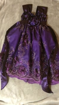 Girls Purple and gold gown size 4 (4-6 years) Edmonton, T6K 3N2