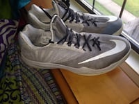 gray and white nike low top sneakers Newark, 43055