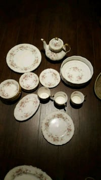 white-and-brown floral ceramic dinnerware set Aurora, L4G 1Z3