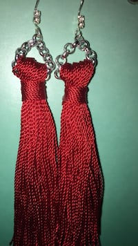 Red string Earing