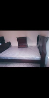 Queen Bed Set (box spring included)