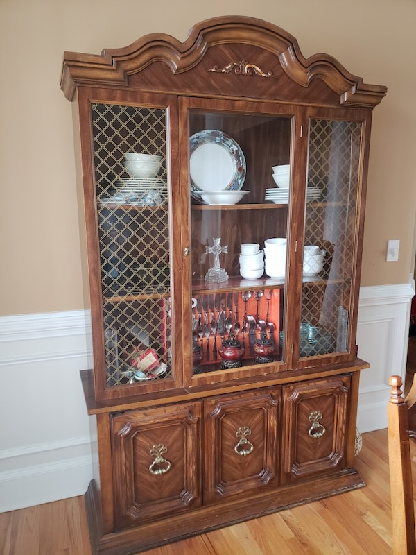 Brown Wooden Dining Table China Cabinet With Glass Usado En Venta Duluth