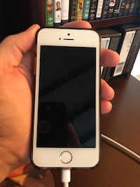 iPhone 5s unlocked (read description Centreville, 20120