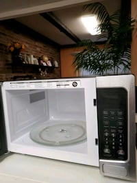 white and black microwave oven Springfield, 22153