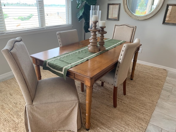 Broyhill Dining Table With Extension