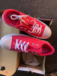Pink converse ladies 9 New Martinsburg, 25401