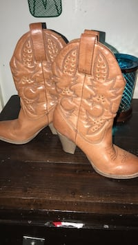 pair of brown leather R-toe cowboy boots with box