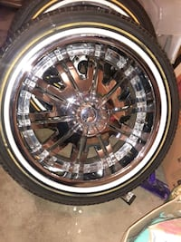 22 inch rims on vogue's tUniversal rims real nice also 20s nother$