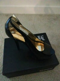 pair of black leather peep-toe pumps with box Waldorf, 20601
