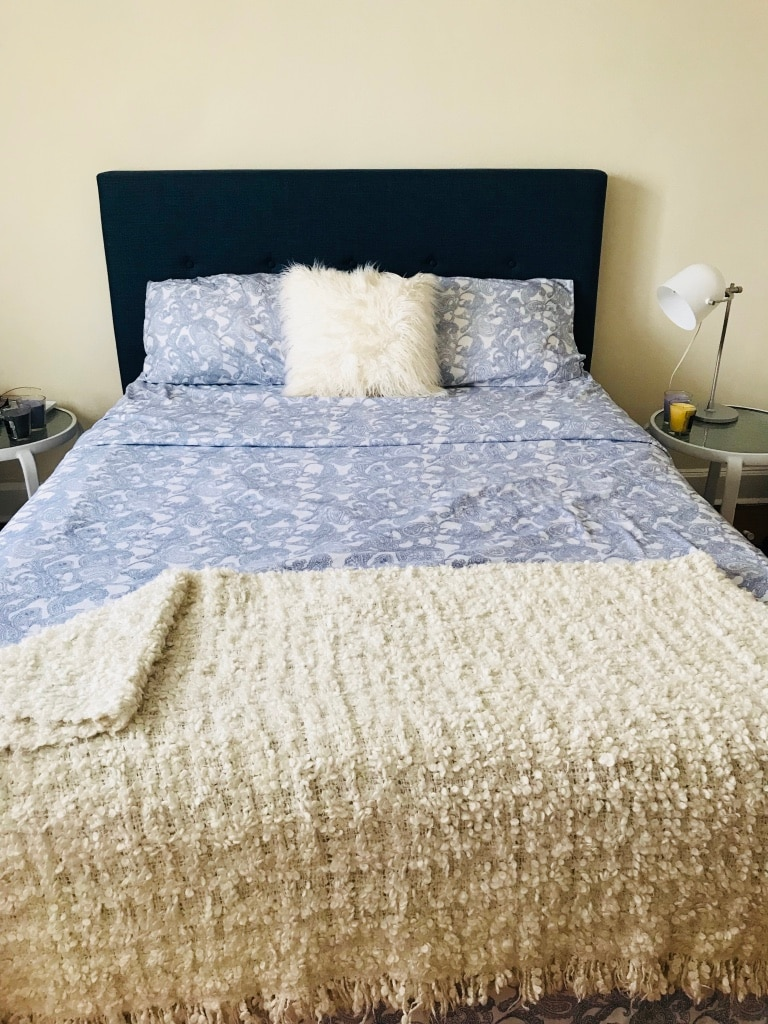 Used White And Blue Bed Sheet For Sale In New Rochelle