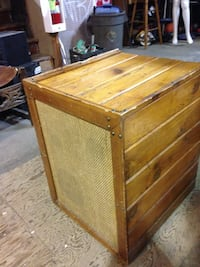 Speaker Vintage in wood cabinet $75 New Westminster, V3M