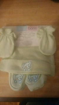 New loght pale green cap booties and mitts Montreal, H8T