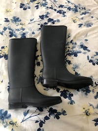 Brand new rubber boots size 8