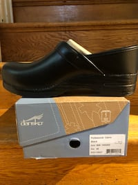 pair of black leather loafers with box 42 km