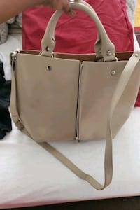 Like new Zara very comfortable bag with lots of space ..used once Toronto, M2N