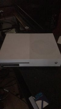 white Xbox One game console Summerville, 30747