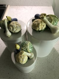Porcelain cookie jar set  Vancouver, V5W