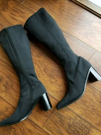 pair of black leather heeled boots York, 17408