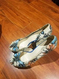 white-and-blue floral peep toe wedges Markham, L3T 3H6