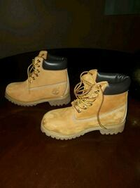 pair of brown Timberland size 4 men's Indian Head, 20640