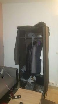 Little closet for hanging clothes 1 month old La Courneuve, 93120