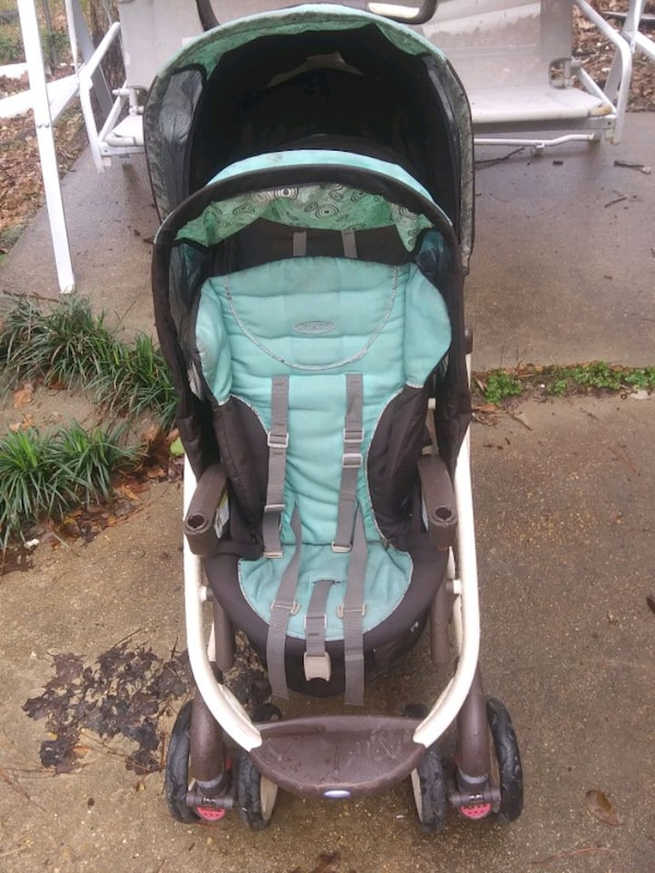 Graco Double Stroller 899def04-cac2-4438-bdcb-f826c7152097