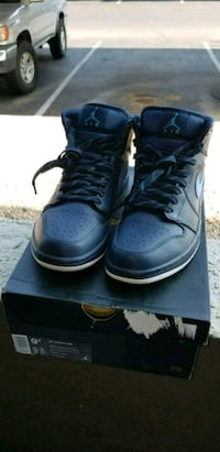 pair of black Air Jordan basketball shoes Goodyear, 85395