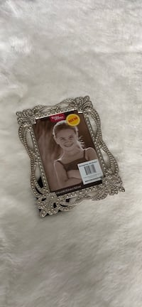 """BRAND NEW Silver Picture Frame 