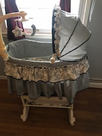 baby's gray and white bassinet Woodbridge, 22191