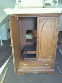 brown wooden cabinet with mirror Federal Way, 98003