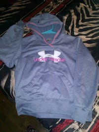 Under armour hoody youth size