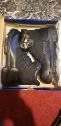 pair of black leather work boots with box Camden, 08104