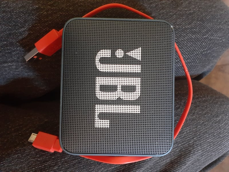 Blue JBL GO 2 BT w/charger great condition cash only 1