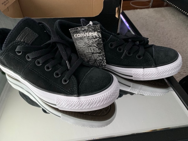 c438951e60998f Used Suade converse women s 6.5 for sale in Toronto - letgo
