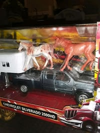 NEW RAY COLLECTABLE DIE CAST  / PLASTIC  CHEVY SILVERADO 2500 HD HORSE