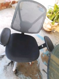 black and gray rolling armchair 2275 mi