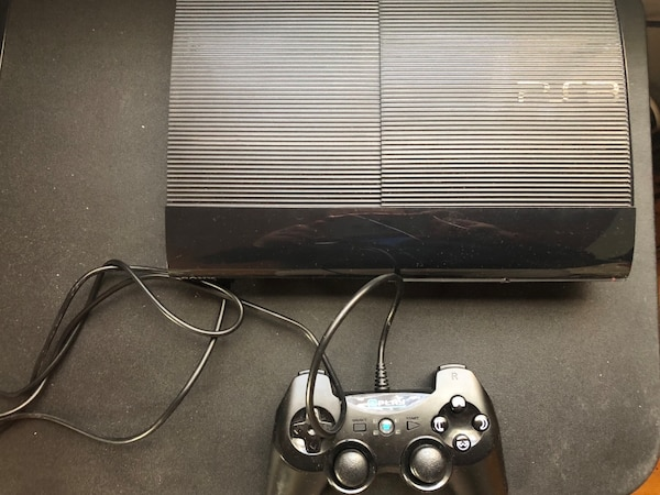 Play station 3 500gb, good condition in box + games 5$ each 6a1e5907-8b1e-4492-a56f-be0ec2729928